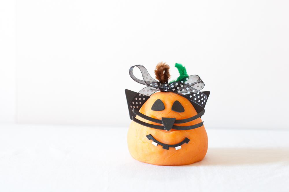 Send A Pumpkin: DIY Play Doh Pumpkins