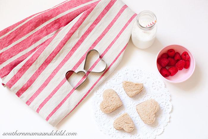 Festive Valentine's Lunch: Heart Shaped PB&J